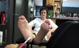naughty-mature-lady-with-glasses-puts-her-feet-on-display