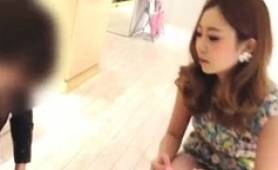fascinating-japanese-babe-exposes-her-hot-legs-on-hidden-cam