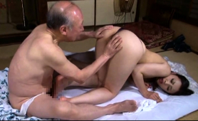 japanese-geisha-goes-to-sauna-with-old-man-and-pleasures-him