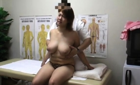 Big Breasted Asian Wife Has A Masseur Drilling Her Peach